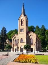 Evangelický kostel v Dolním Kubíně během léta
