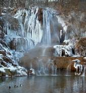 Minerální vodopád v obci Lúčky na Slovensku