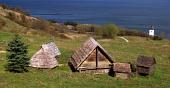 Zrekonstruované obydlí ve skanzenu Hravránok