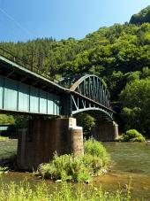 Železniční most a tunel u Strečna