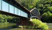 Železniční most nad řekou Váh u Strečna