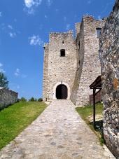 Vstup do hradu Strečno