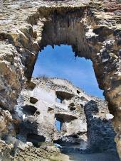 Zřícenina interiéru Likavského hradu na Slovensku