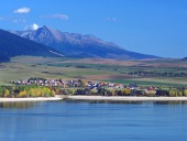 Přehrada Liptovská Mara, obec Liptovský Trnovec a Kriváň na Slovensku