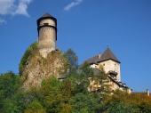 Opevnění Oravského hradu na Slovensku na vysoké skále