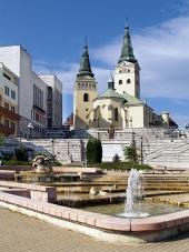Kostel, divadlo a kašna v Žilině