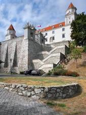 Opevnění a schody z Bratislavského hradu