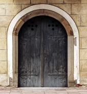 Masivní historické dveře