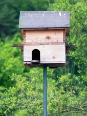 Dřevěná budka pro ptáky