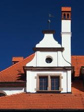 Unikátní středověká střecha s komínem