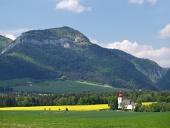Louka a kostel svatého Ladislava