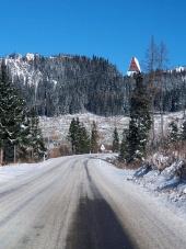 Zimní cesta do Vysokých Tater ve směru ze Štrby