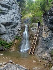 Vodopád a žebřík v Kvačianské údolí