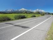 Hlavní cesta vedoucí do Vysokých Tater v létě