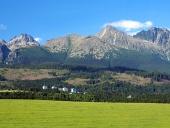 Vysoké Tatry a louka na Slovensku