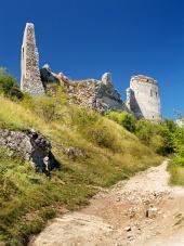 Ruiny stěny Čachtického hradu