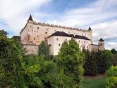 Zvolenský zámek na zalesněném kopci