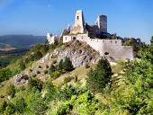Čachtický hrad během léta