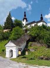 Vchod do kostela Proměnění Páně