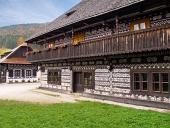 Unikátní lidové domy v obci Čičmany na Slovensku