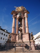 Historický morový sloup Panny Marie a Nejsvětější Trojice v Banské Štiavnici
