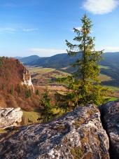 Podzimní výhled z Vyšnokubínske skalek