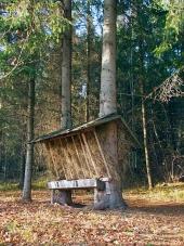 Krmítko pro zvířata v slovenském lese