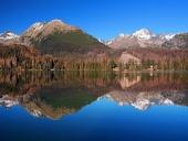 Vysoké Tatry se odrážejí v Štrbském Plese