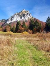 Turistická cesta směřující ke Velkému Rozsutci na Slovensku