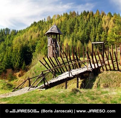 Starodávné dřevěné opevnění