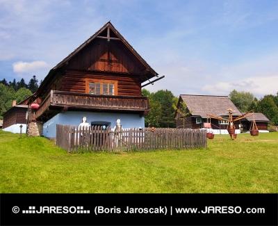 Tradiční dřevěný dům ve Staré Ľubovni