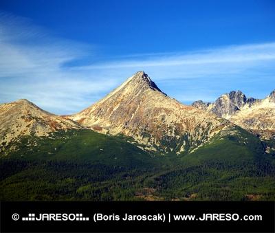 Masivní vrchol Kriváň během léta ve Vysokých Tatrách
