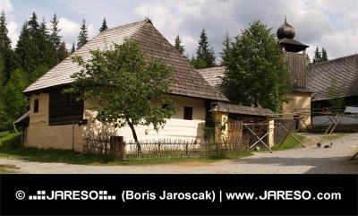 Starodávná dřevěná architektura
