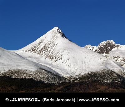 Majestátní vrchol Kriváň během zimy