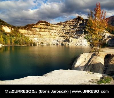 Podzimní pohled na Šútovské jezero
