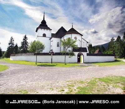 Gotický kostel ve skanzenu Pribylina na Slovensku