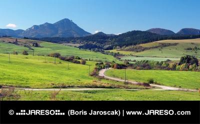 Zelené louky při obci Bobrovník na Slovensku a Velký Choč