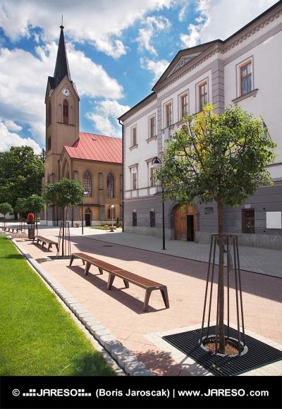 Kostel a župní dům v Dolním Kubíně