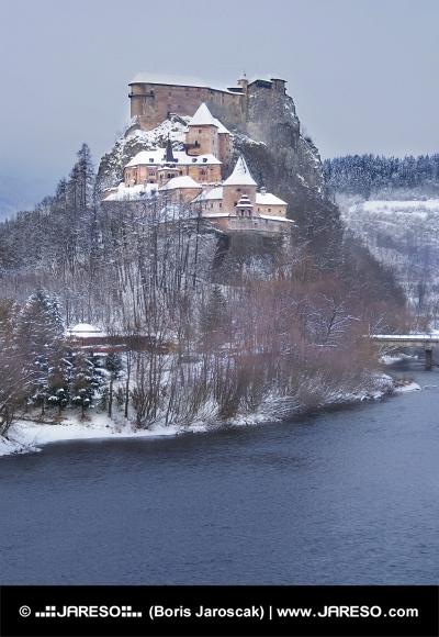 Slavný Oravský hrad v zimě