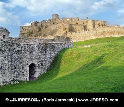 Zřícenina Spišského hradu během západu slunce