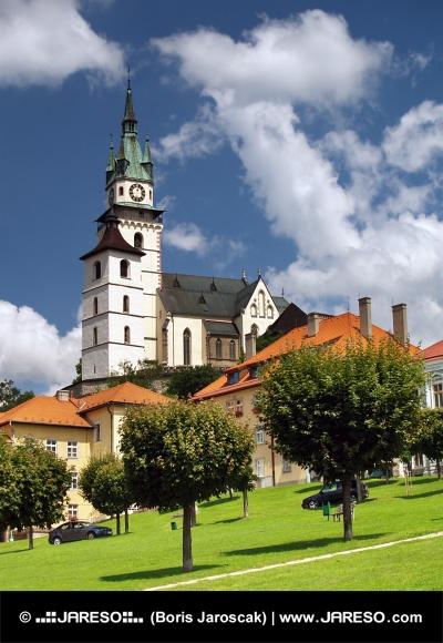 Hlavní náměstí, kostel a hrad v Kremnici
