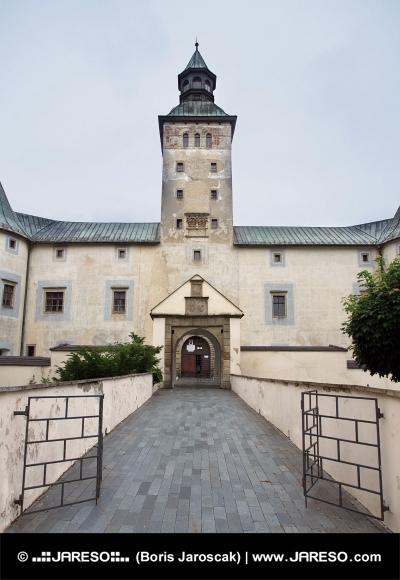 Vstup do Thurzova zámku v Bytči