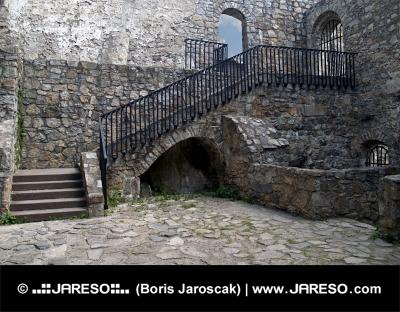Interiér hradu Strečno