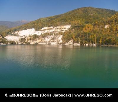 Podzimní pohled na Šútovské jezero, Slovensko