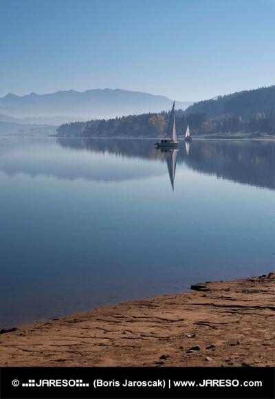 Oravská přehrada brzy ráno