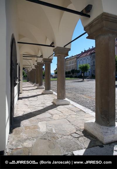 Pilíře v podloubí Levočské radnice