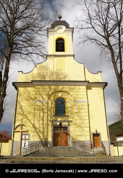 Kostel svatého Kříže v Lúčkách na Slovensku