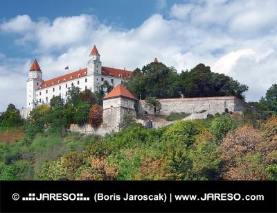 Bratislavský hrad na kopci nad Starým Městem